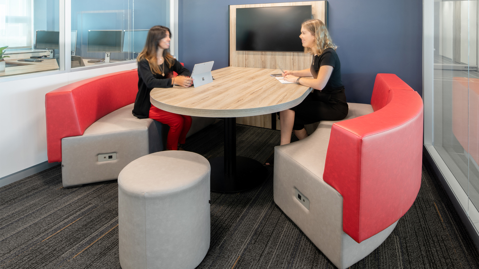 Collaborative office table with booths