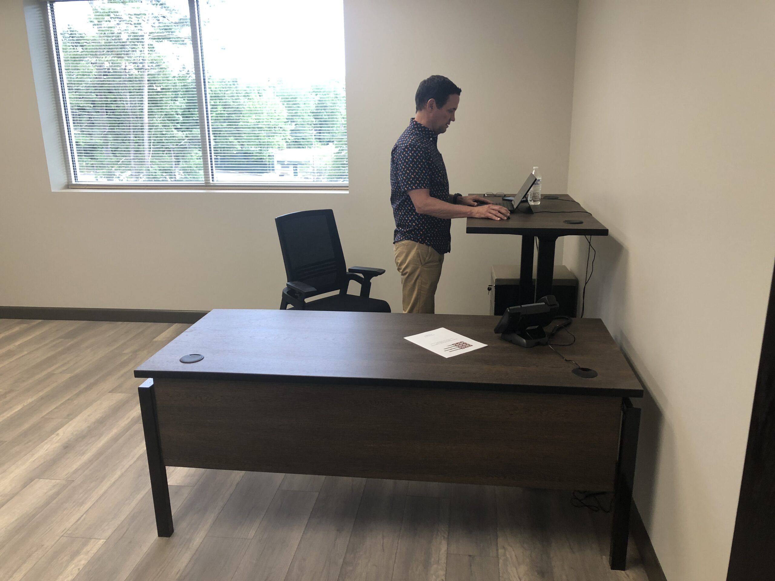 sitting to standing convertible desk